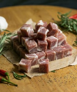 FROZEN PORK COLLAR CUBE 500GM/PKT